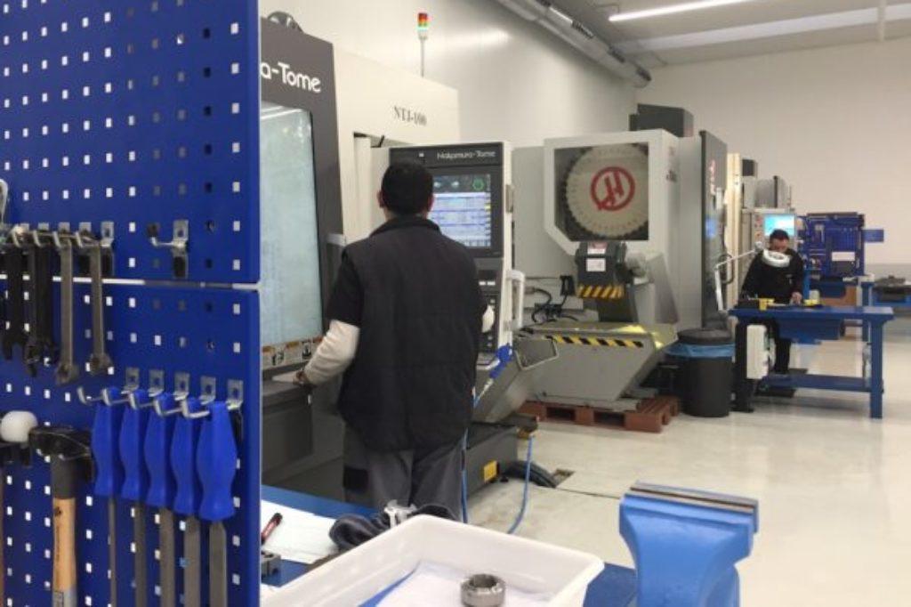 taller de mecanizado, centros de 5 ejes