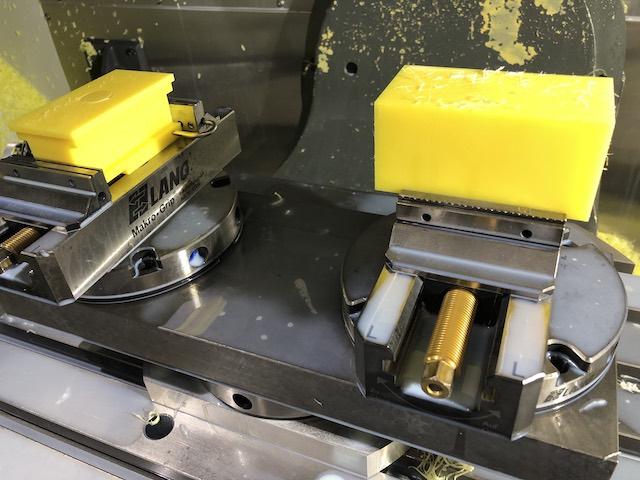 Mecanizado de piezas de plástico por fresado.